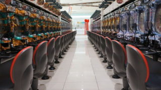 パチンコ業界、間もなく終焉へ。度重なる規制で客足遠退く…