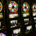 日本のパチスロとカジノのスロットマシンは何が違うのか? 国会で熱い議論